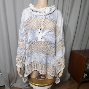 FREE PEOPLE SWEATSHIRT/PONCHO